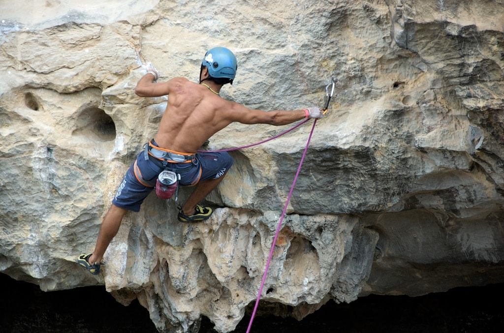 6 Tips teach You  how to do the first Lead Climb