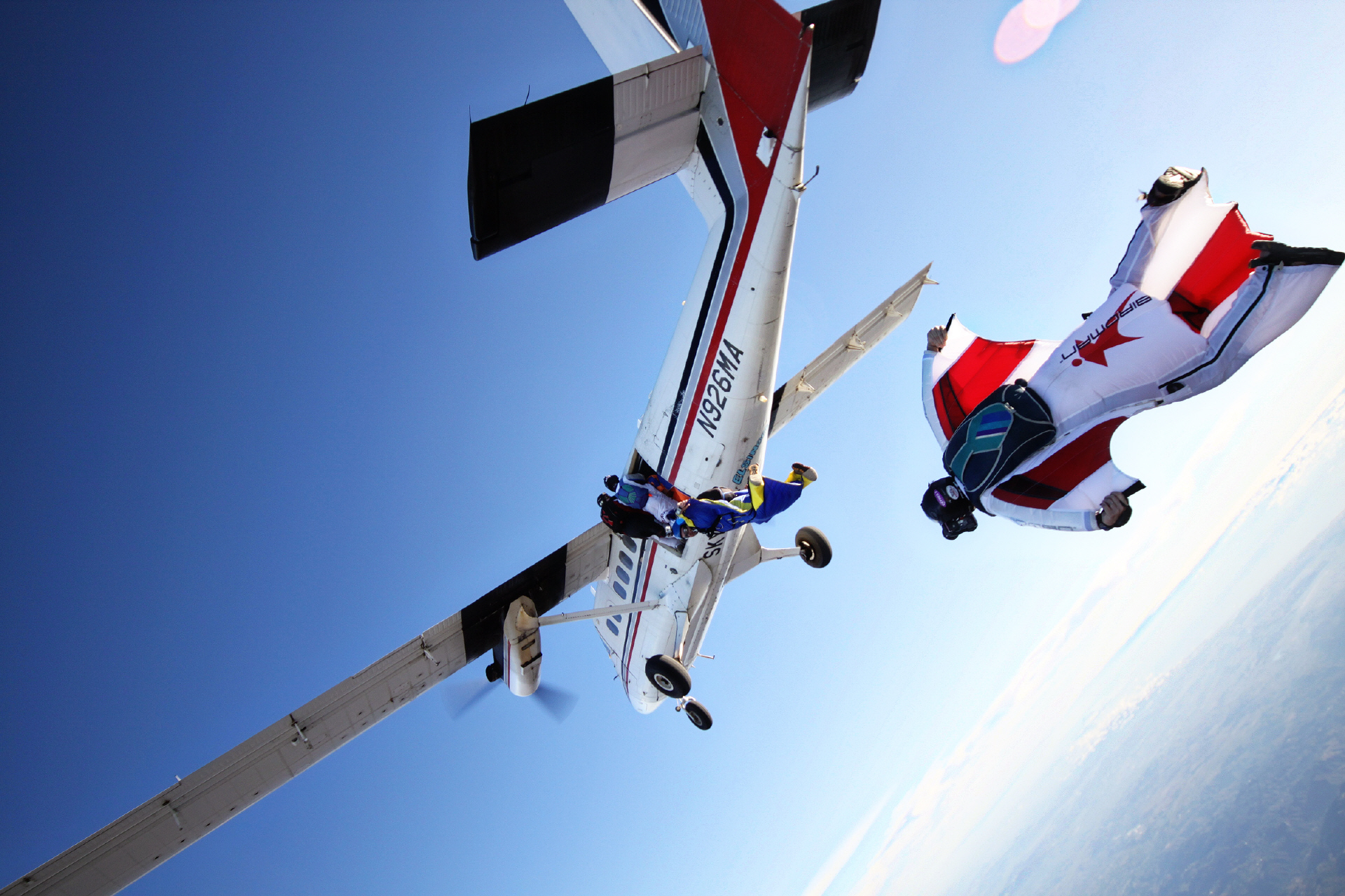 Extreme Sport : Wingsuit flying, the World Most Exhilarating and Dangerous Sport